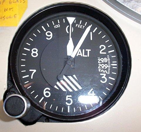Altimetre yükseklik ölçer analog